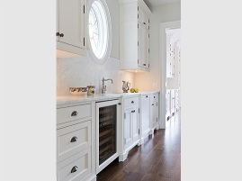 Servery running between kitchen and dining room